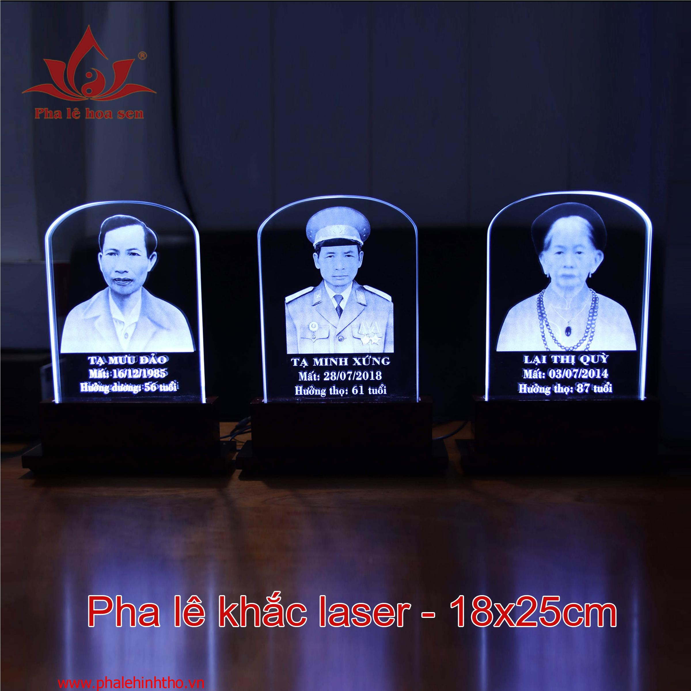 Pha lê khắc laser kích thước 18x25cm