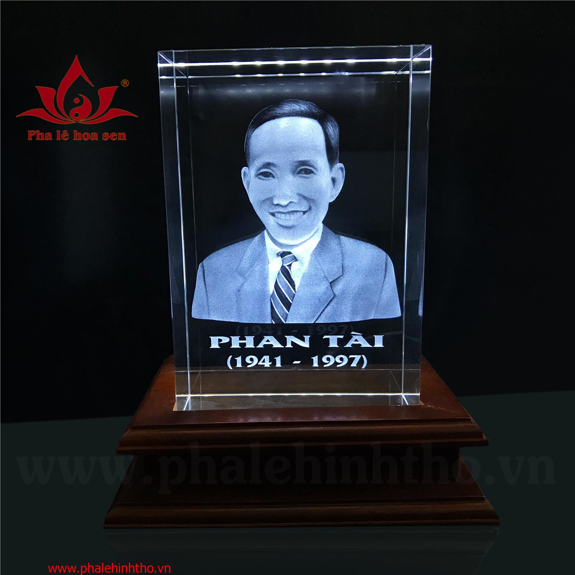 Pha lê khắc chân dung 3D kt: 10x15x6cm