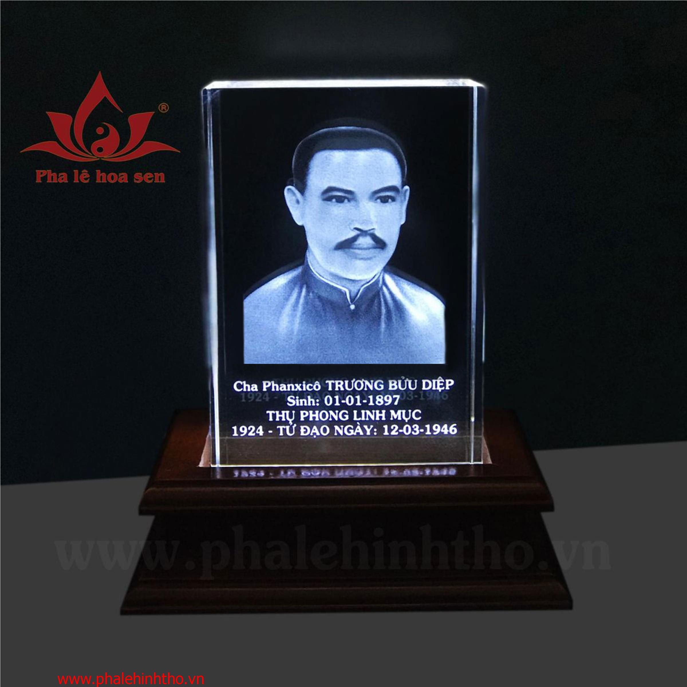 Cha Trương Bửu Diệp khắc 3D kt 10x15x6cm